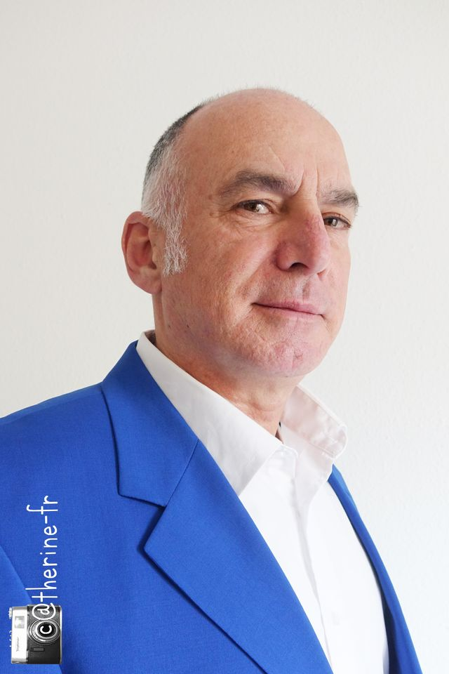 Michel sidobre face ete bleu